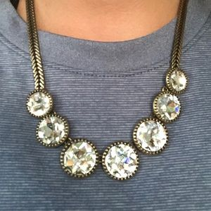 LOFT glimmering necklace with brassy details
